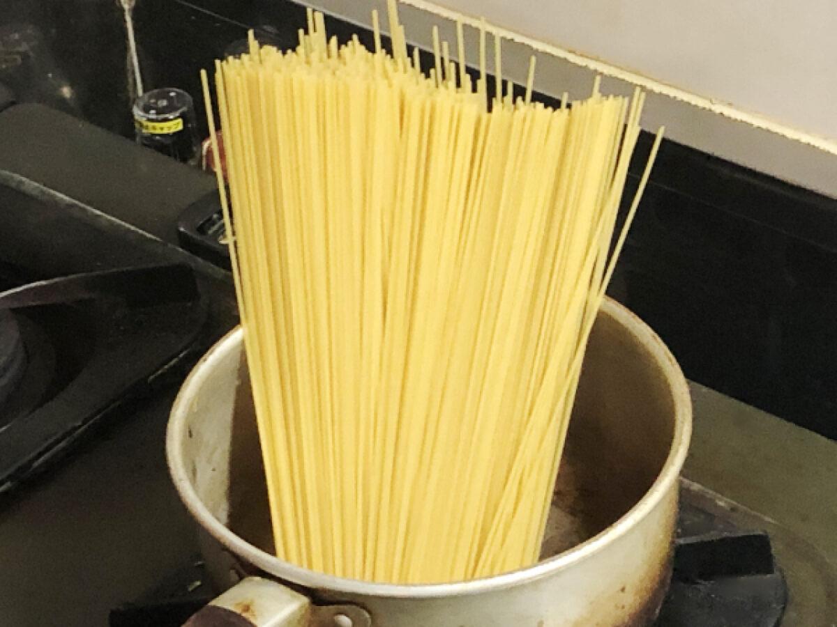小さい鍋でパスタを茹でる方法